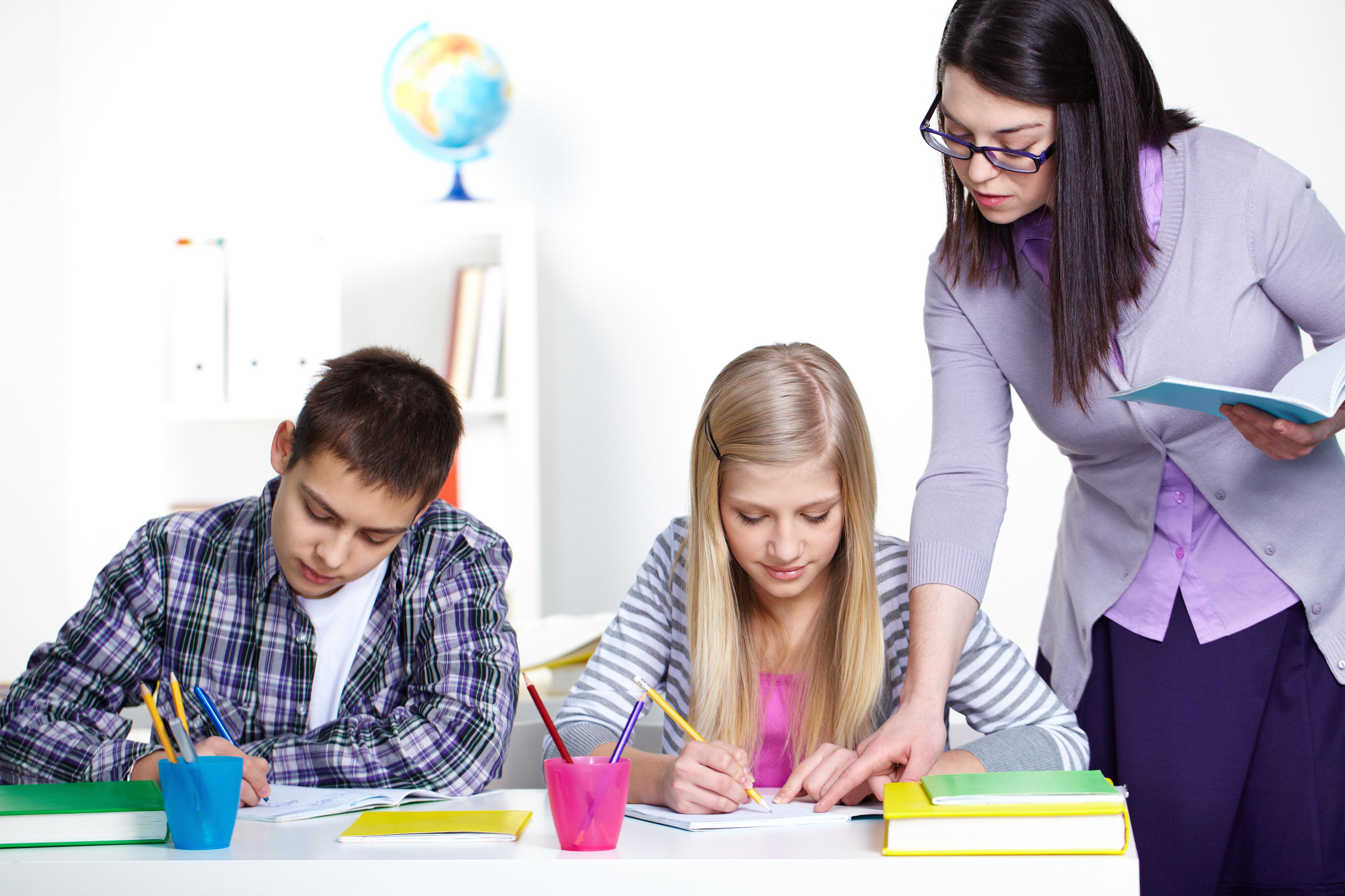 """Šola, šola, šola – Ali se tudi pri vas doma svet vrti okrog """"šole""""?"""